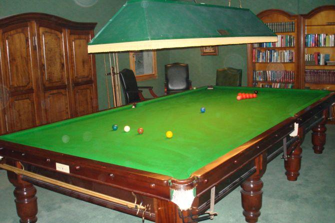 Billiardtisch im Waldhotel Doldenhorn