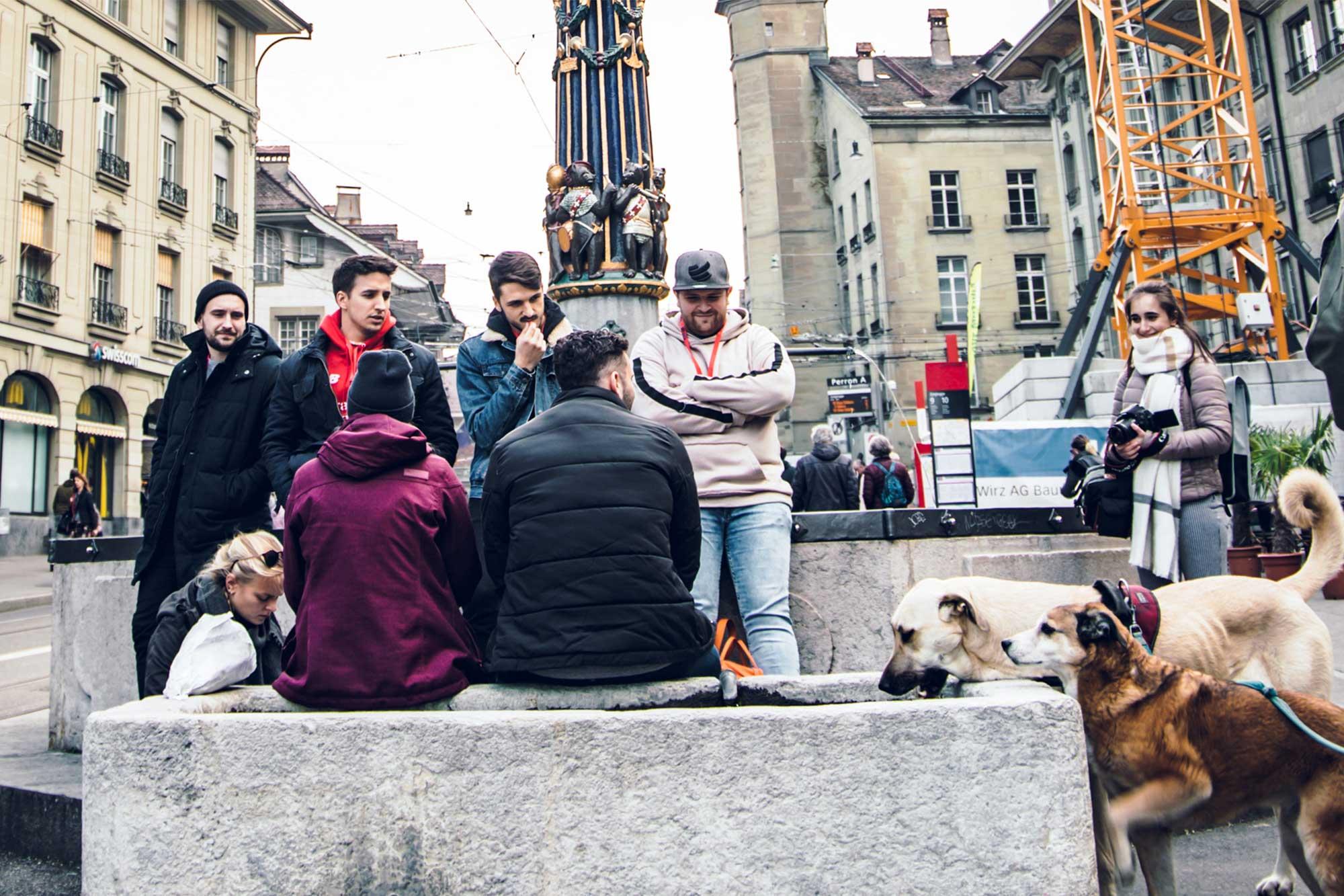 Gruppenbild während des Stadtkrimis in Basel