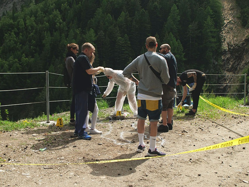 Krimiweekend: Team untersucht den Tatort