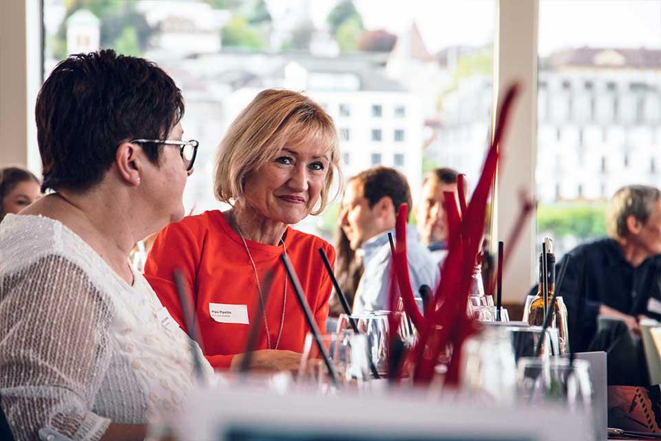 Foto von den Gästen beim Krimidinner in Luzern