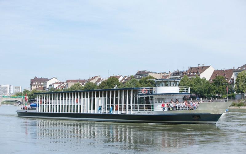 Kreuzfahrschiff Christoph Merian auf dem Rhein