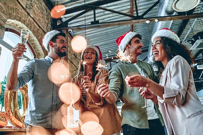 Teamfoto währen einer Firmenweihnachtsfeier