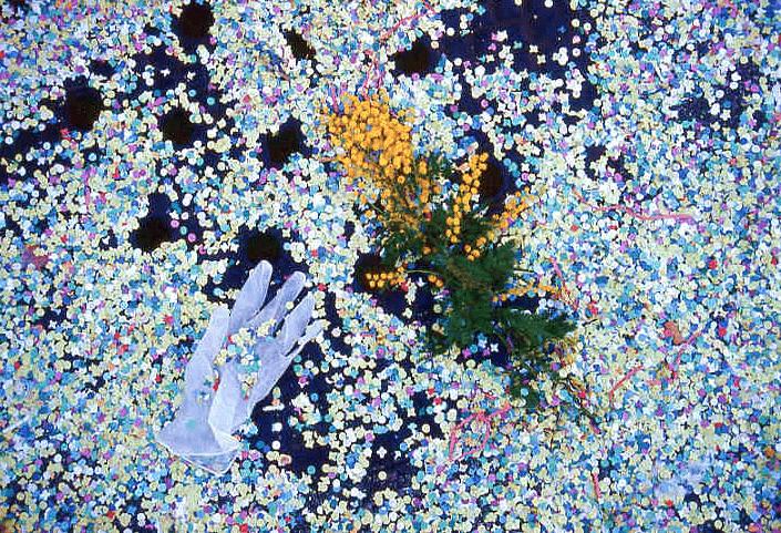 Fasnacht Konfetti, Blumen und einen Handschuh