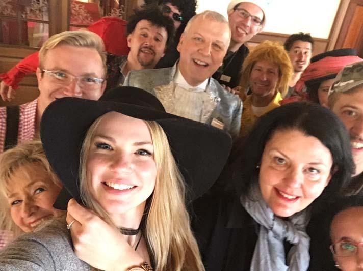 Krimi Weekend die goldene Schere Gruppenselfie