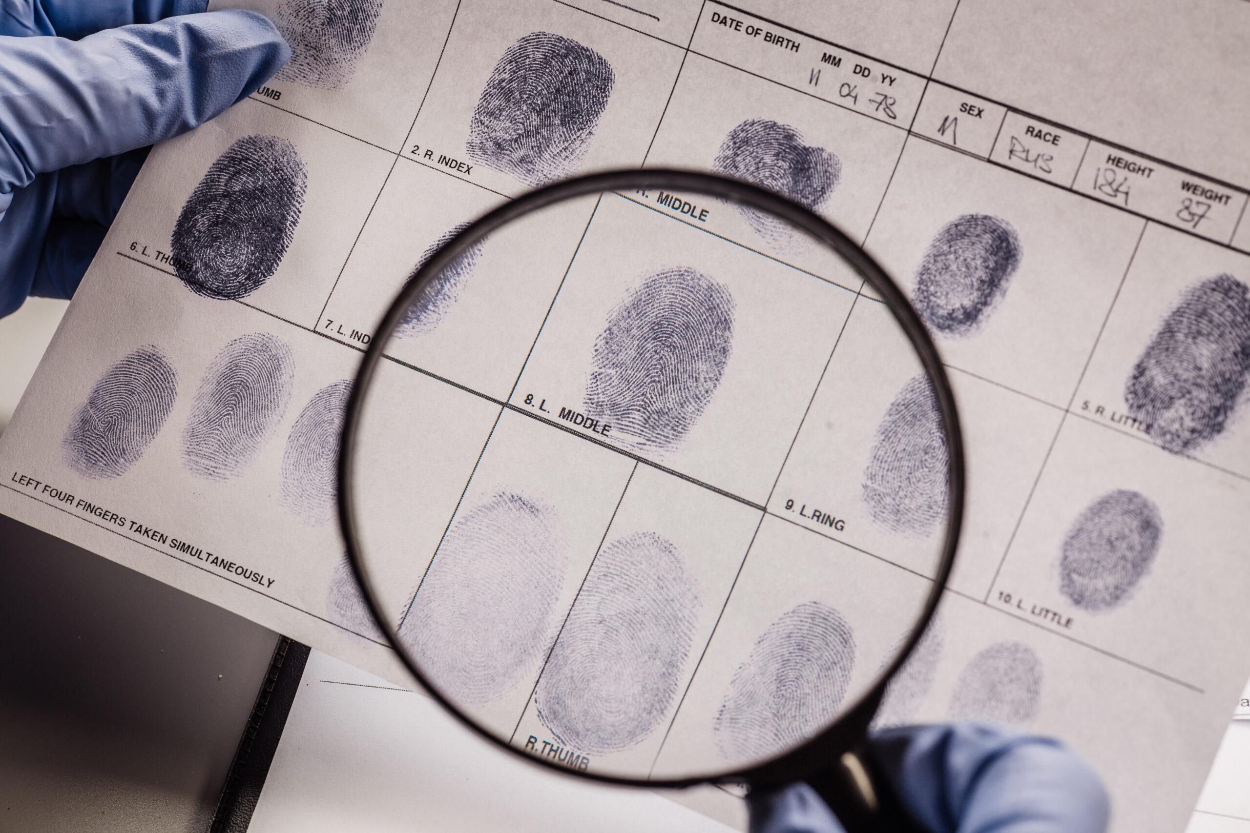 Fingerabdrücke untersuchen