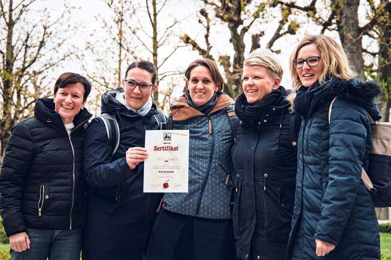 Frauen Teambild mit Zertifikat Stadtkrimi