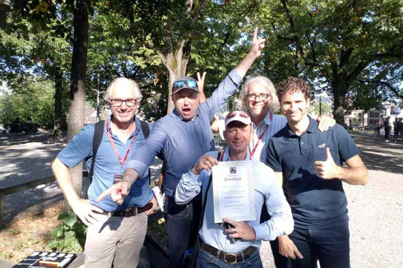 Stadtkrimi Gruppenbild Männer