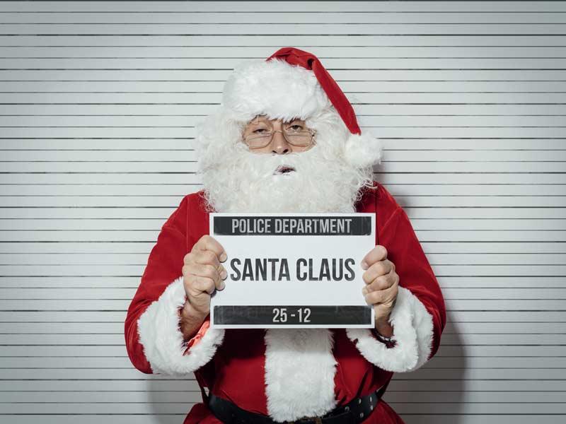 Weihnachtsmann mit einem Schild