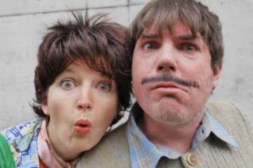 Portrait der Duo Fatale Schauspieler mit Grimasse