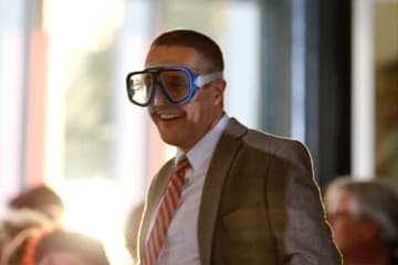 Mann mit Taucherbrille von dem Krimiformat